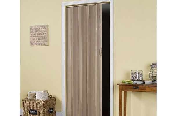 11-pvc-folding-doorD139F7B9-4AE3-8DB6-A859-EBFFFD34EBFD.jpg