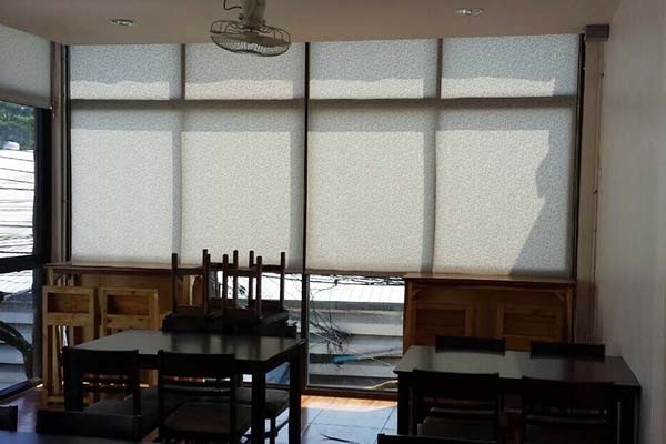06-roller-blinds242E7898-C30A-662D-FEE6-28ACA289BD47.jpg