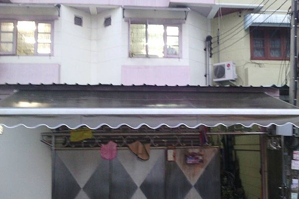28-retractable-awnings92D9054F-5DF8-AF42-46F7-AFB1C347EAEC.jpg
