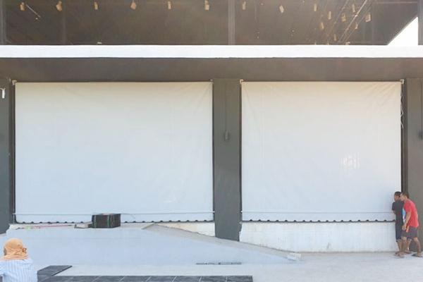 002-vertical-drop-awnings6AC60800-E40F-6D19-2625-A7F0024400DE.jpg