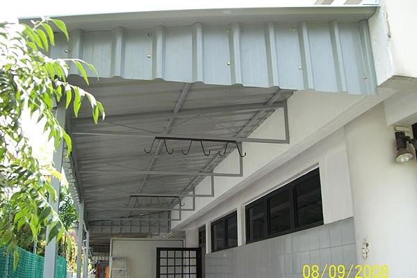 12-metal-sheet-awning69A29EBE-7786-D970-9FBB-F7657B963094.jpg